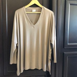 PLANET   NWOT brand taupe V neck loose fit tunic